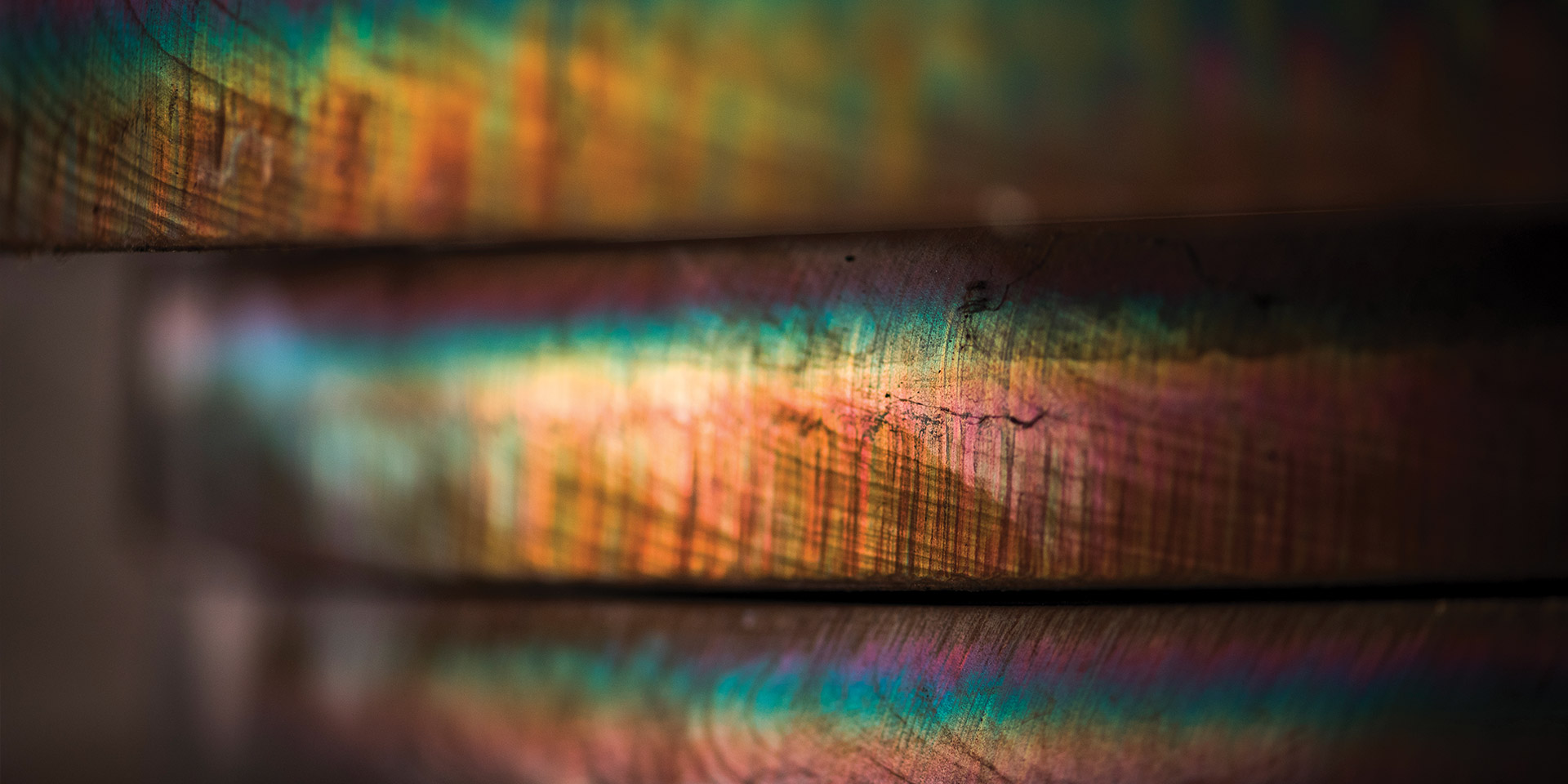 Cut faces of steel plates with rainbow color